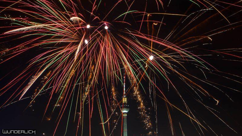 Feuerwerk vorm Fernsehturm