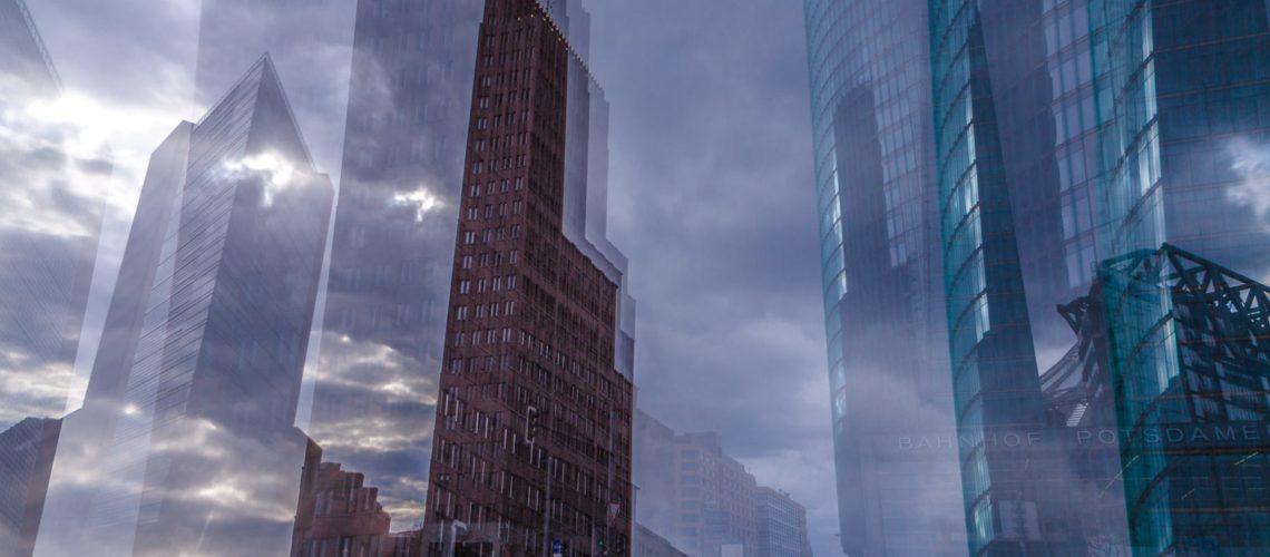 Wolken am Potsdamer Platz